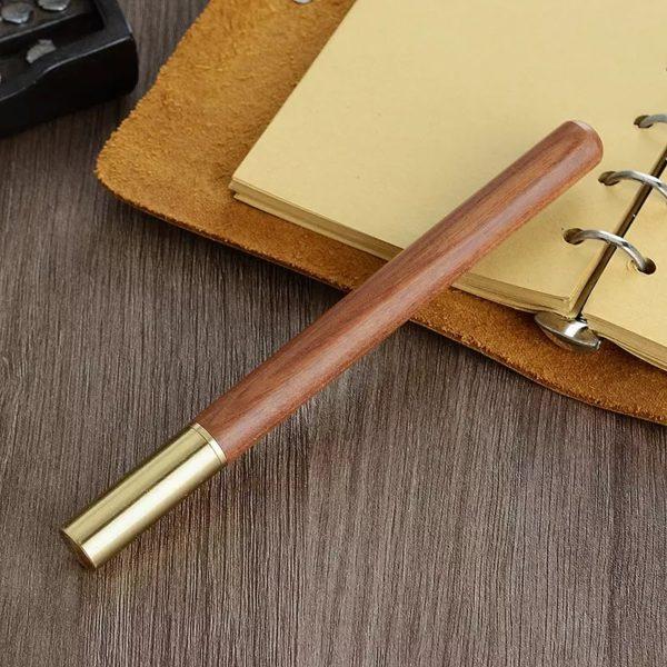 Ручка из дерева с латуневым колпачком
